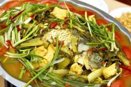 Làm sao chế biến món cá chép giòn om dưa thơm ngon